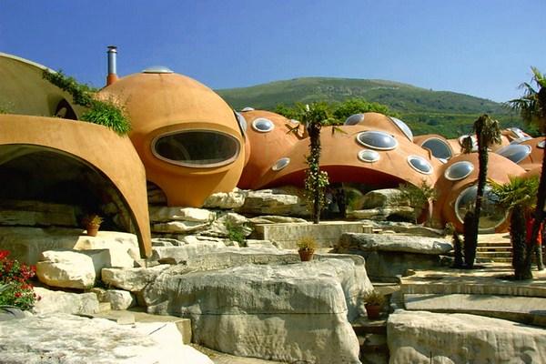 strange-hotel-in-france (2)
