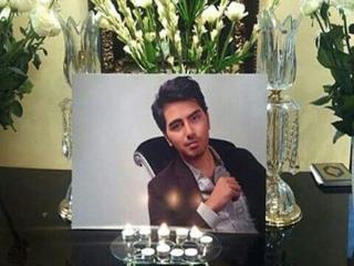 """مراسم تشییع پیکر مرحوم """"علی طباطبایی"""" هم اکنون در مقابل منزل وی"""