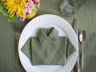 تزیین دستمال سفره به شکل پیراهن