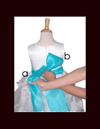 close-bow-tie-shirt-girl(3)