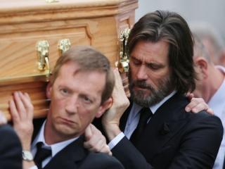 جیم کری در تشییع جنازه نامزد سابق اش