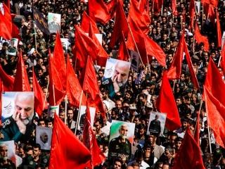 راز پرچم های سرخ در تشییع پیکر سردار همدانی