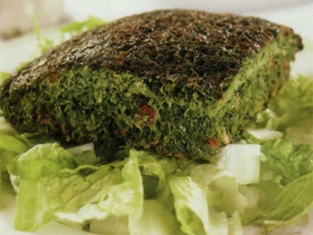 چگونه کوکو سبزی با زرشک و مغز گردو درست کنیم ؟