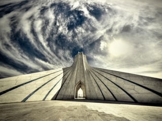 خسارت باران های اخیر به برج آزادی