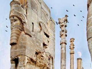 خواندن تاریخ ایران نیازمند دانستن زبان فارسی است