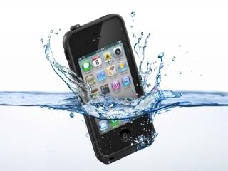 زمانی که گوشی مان به آب افتاد چکار باید بکنیم ؟