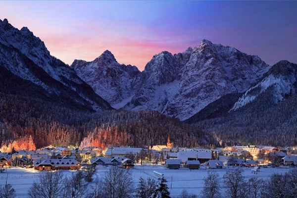 Spectacular images of towns and villages in the Christmas mood(14)
