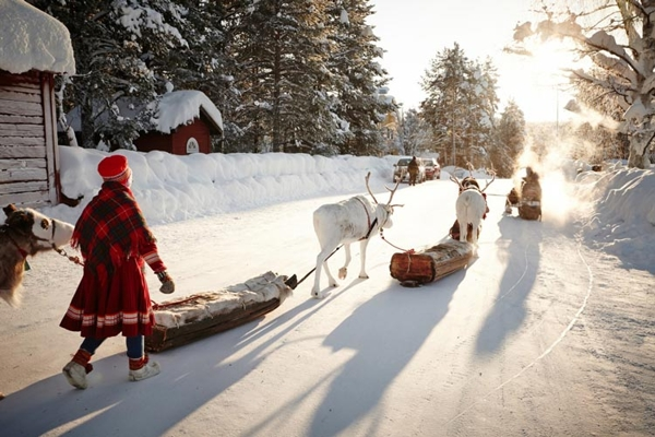 Spectacular images of towns and villages in the Christmas mood(20)