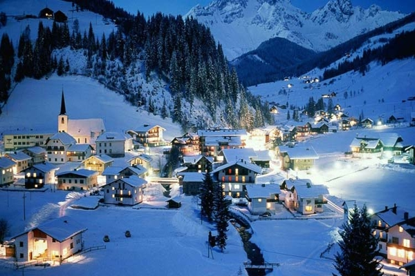 Spectacular images of towns and villages in the Christmas mood(7)