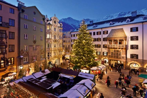 Spectacular images of towns and villages in the Christmas mood(8)