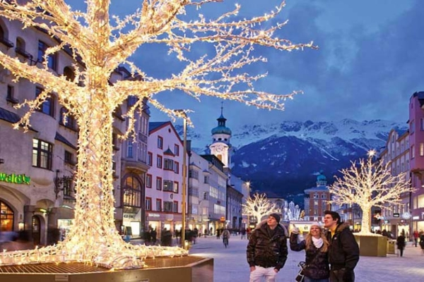 Spectacular images of towns and villages in the Christmas mood(9)