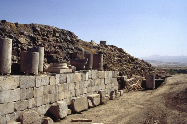 temple-the-largest-stone-building-in-iran(6)
