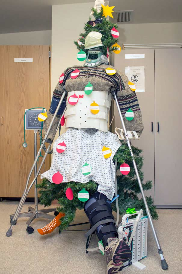 zoomit.ir hospital-christmas-decorations-13_5aea0