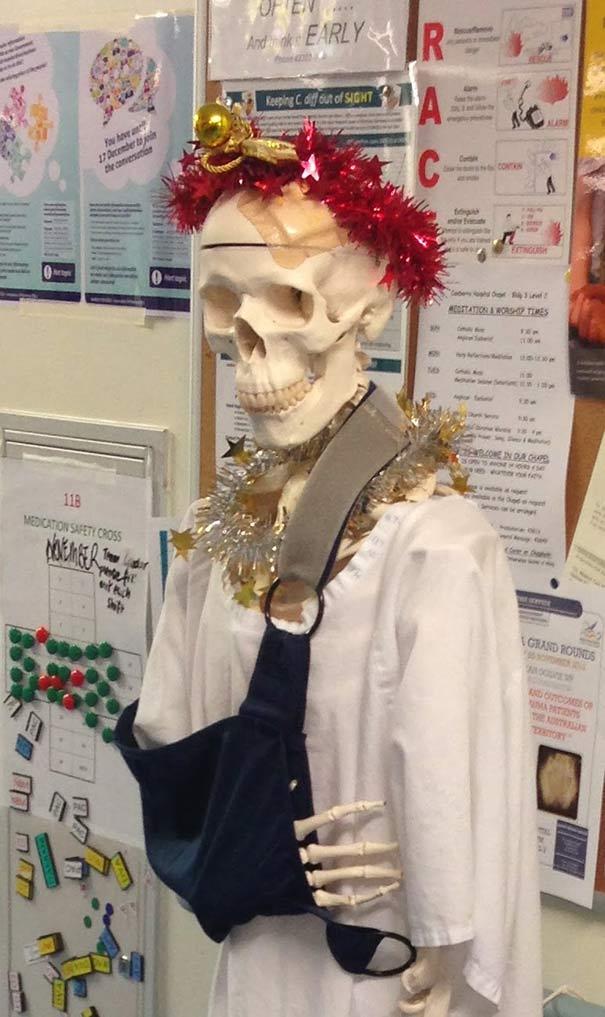 zoomit.ir hospital-christmas-decorations-7_b3e6a (1)