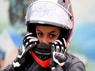 لحظه ای با بهناز شفیعی اولین دختر موتورسوار ایران