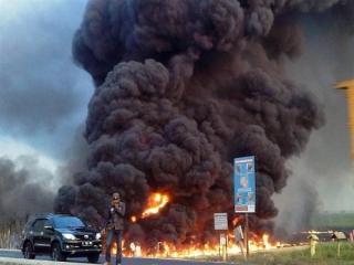 ده ها کشته و زخمی در انفجارهای پیدرپی پایتخت اندونزی