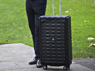 نخستین چمدان هوشمند جهان