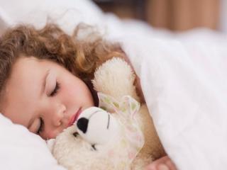 نکاتی برای تنها خواباندن کودک در اتاق