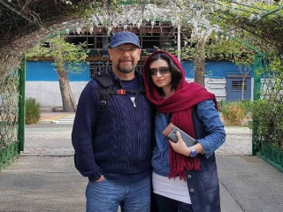 صداپیشه جناب خان در کنار همسرش ! /عکس