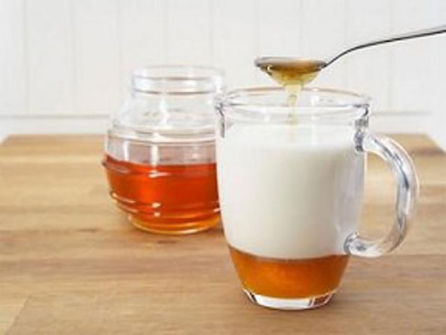 معجزه مصرف شیر و عسل در صبح