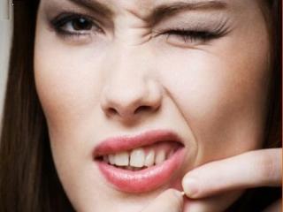 هنگام ترکاندن جوشها چه بلایی بر سر پوستمان میآوریم؟
