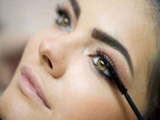 چگونه با آرایش، چشم خود را درشت کنیم؟