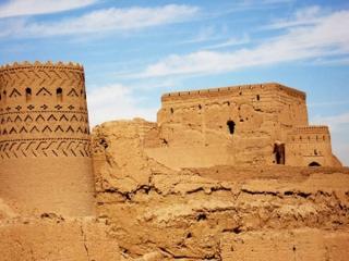 آشنایی با قلعه مهرجرد در میبد
