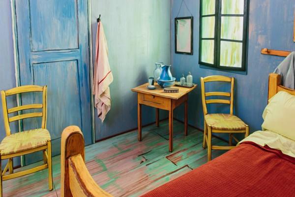 the-bedrooms-inspired-van-gogh-effect-for-rent (4)
