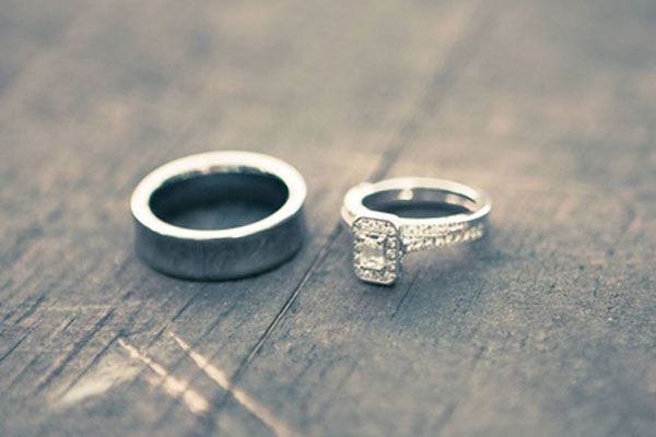 A very beautiful set engagement rings (1)