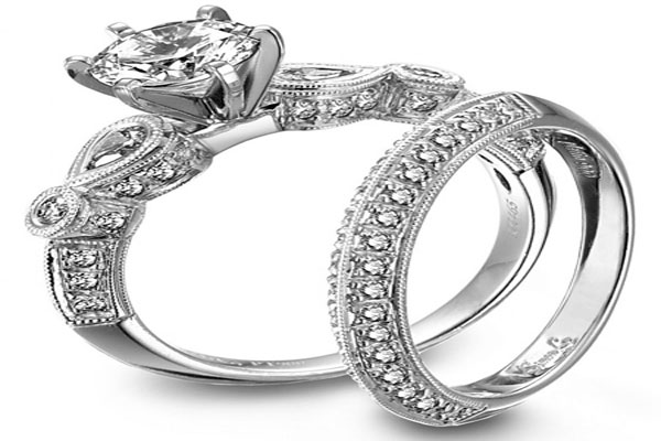 A very beautiful set engagement rings (10)