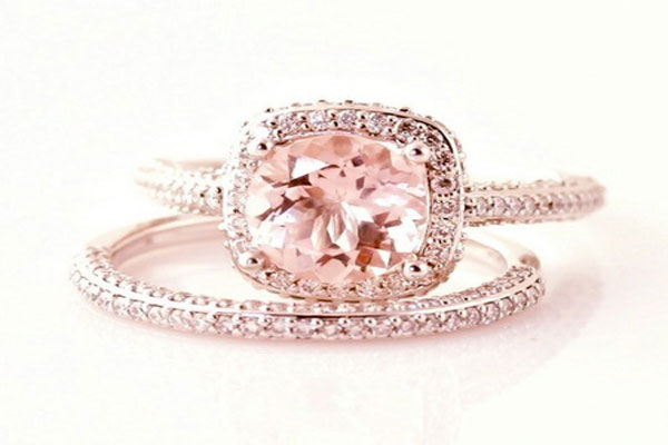 A very beautiful set engagement rings (11)