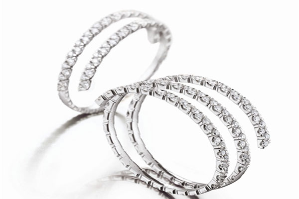 A very beautiful set engagement rings (3)