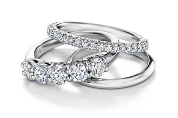 A very beautiful set engagement rings (4)