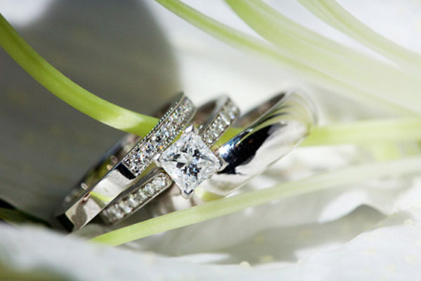 A very beautiful set engagement rings (6)