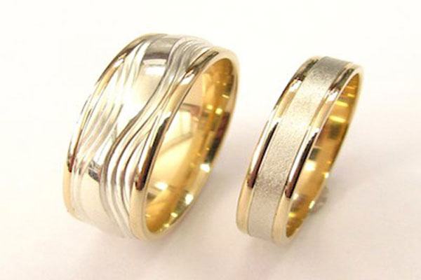 A very beautiful set engagement rings (8)
