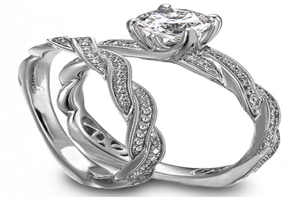 A very beautiful set engagement rings (9)
