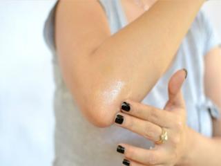 7 راهکار موثر برای رفع تیرگی زانو و آرنج