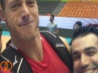 ژست کاپیتان تیم والیبال آمریکا
