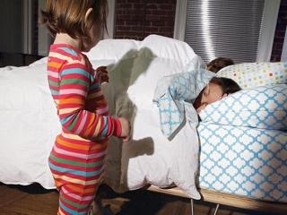 آیا کودک می تواند در رختخواب والدین بخوابد؟