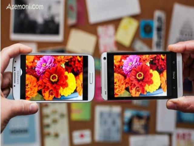 تست نمایشگر Samsung Galaxy S4 با HTC One