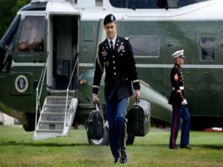در چمدان محرمانه ای که همه جا با اوباماست، چه هست؟