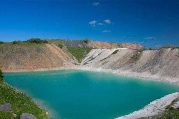 Blue-square-lake-or-blue-lagoon-in-the-UK4