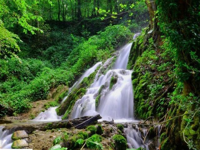 آبشار زیبای گزو در کجا قرار دارد؟