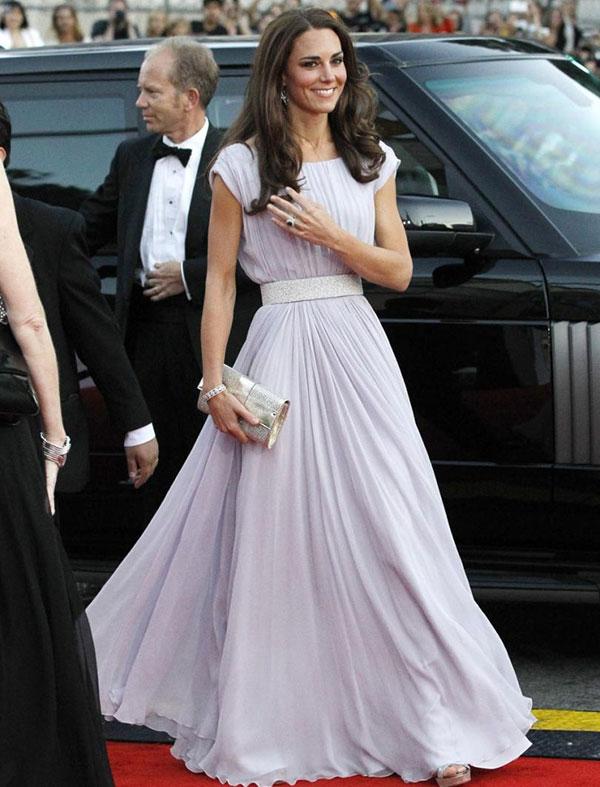 Kate-Middleton-Queen-Fashion-World5