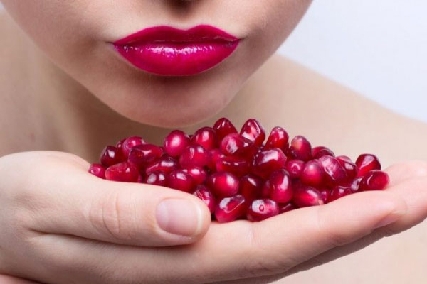 Pomegranate-seeds-for-lips