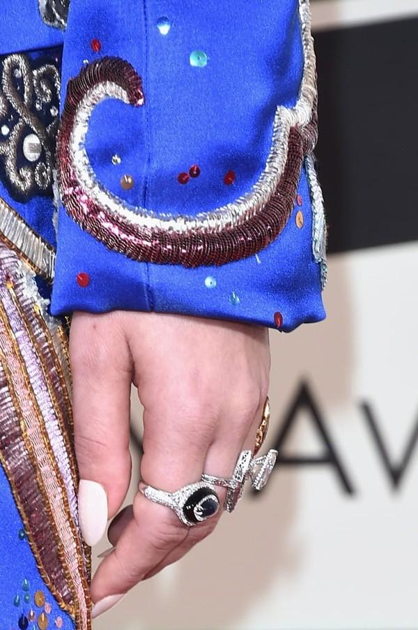 Wearing-Lorraine-Schwartz-rings (1)