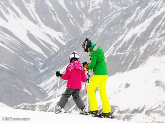 یک روز اسکی خانوادگی چقدر آب میخورد؟/ تماشا کردنش هم گران است!