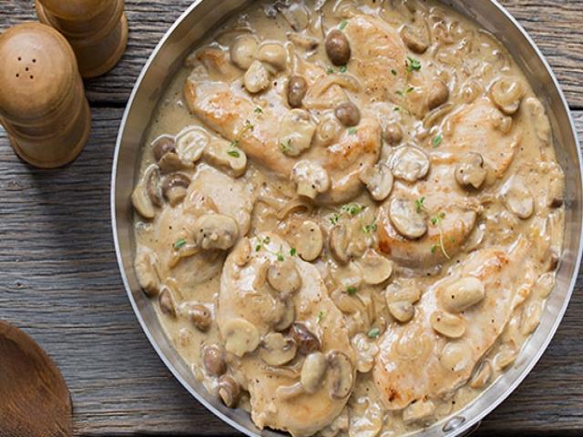 طرز تهیه مرغ با سس کاری و قارچ
