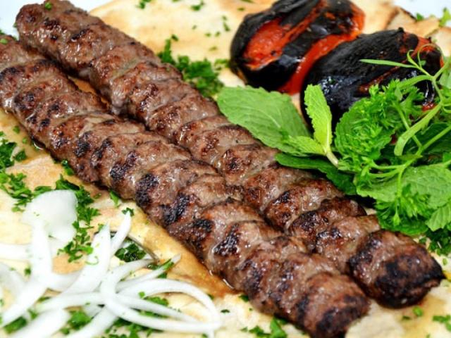 طرز تهیه کباب کوبیده به روش سنتی ایرانی