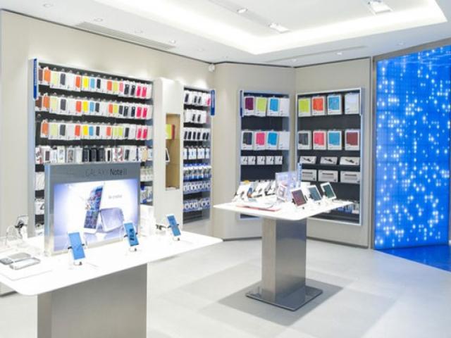 طراحی ویترین و دکوراسیون موبایل فروشی